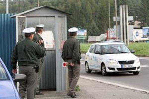 Takto kontrolovali včera policajti vo Zvolene na výpadovke do Košíc.