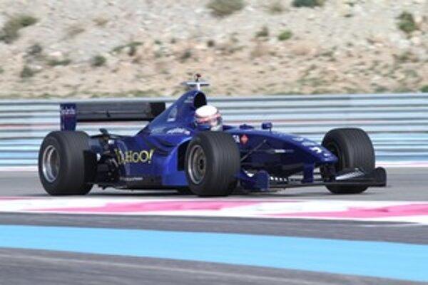 V zákrute na okruhu Paul Ricard v monoposte F1 Prost.