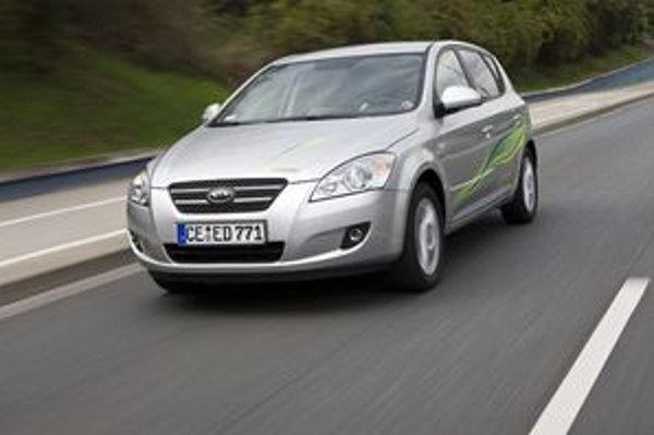 Hybridná Kia bude zrejme jeden z najdostupnejších hybridných áut. Cee´d s dvomi motormi, batériami a systémom štart – stop príde do predaja až v roku 2010.