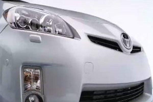 Toyota sa s prípravou nového modelu Prius ponáhľa, lebo konkurenčná Honda pripravuje päťmiestne a päťdverové auto, presne na spôsob Priusu.