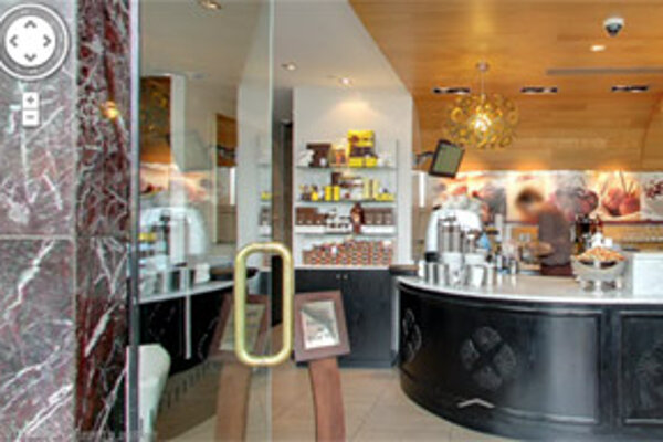 Čokoládovňu v Sydney si už <a href=http://maps.google.com/maps?q=Guylian+Belgium+Chocolate+Cafe,+Macquarie+Street,+Sydney,+New+South+Wales,+Australia&layer=c&z=17&sll=-33.857470,151.214676&cid=5358142685566350179&panoid=GgcaS-Hq_uvziwuhINwOSA&cbp=13,61.79