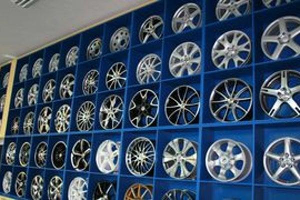 V neposlednom rade disk musí mať oku lahodiaci tvar, ktorý pristane autu. Čím je tvar efektnejší a zložitejší, ťažšie sa čistí.