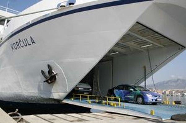 Plavba trajektom zo Splitu je drahé, ale pohodlné riešenie.