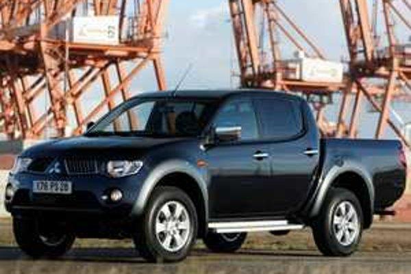 Mitsubishi L200 vo verzii Pick-Up Plus má lepší pomer hmotnosti a výkonu, väčšiu korbu a pár drobností navyše. Všetky úpravy vrátane inovovaného motora si automobilka cení na cenníkový rozdiel medzi verziami vo výške 1060 eur.