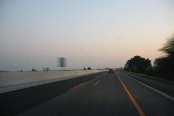 Rozširovanie diaľnice D1 na tri jazdné pruhy v každom smere sa zatiaľ neprejavilo ani na dokončených úsekoch.