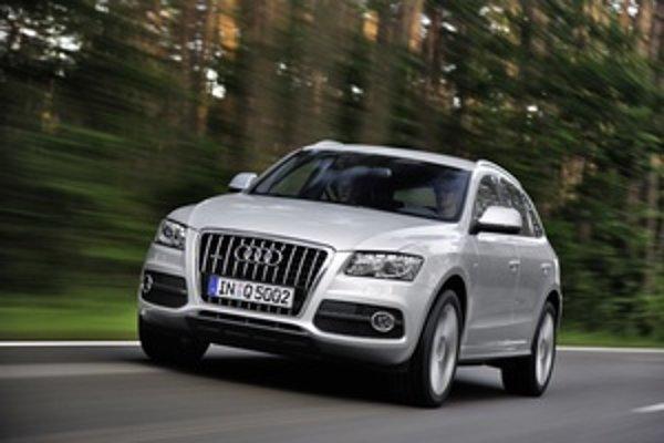 Audi Q5 je podstatne úspešnejšie ako Audi Q7. Menšie Q5 výborne jazdí a ponúka variabilný interiér.
