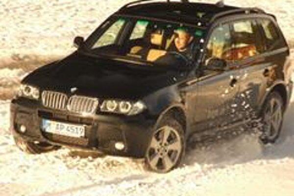Pri obmedzených možnostiach vyskúšať si jazdu na snehu pomôže aj prázdne zasnežené parkovisko.