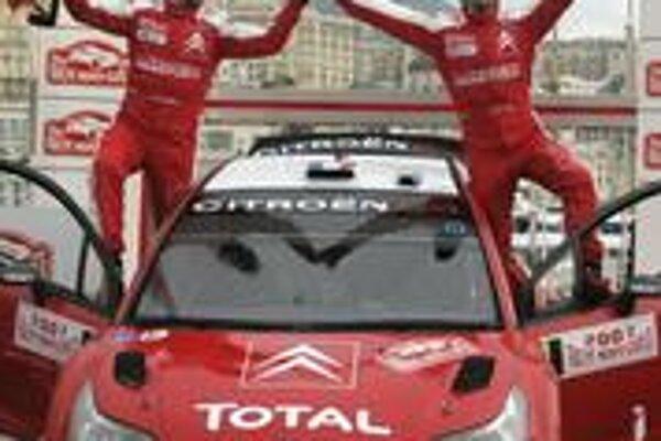 Víťaz Rely Monte Carlo Francúz Sébastien Loeb so spolujazdcom Danielom Elenom z Monaca