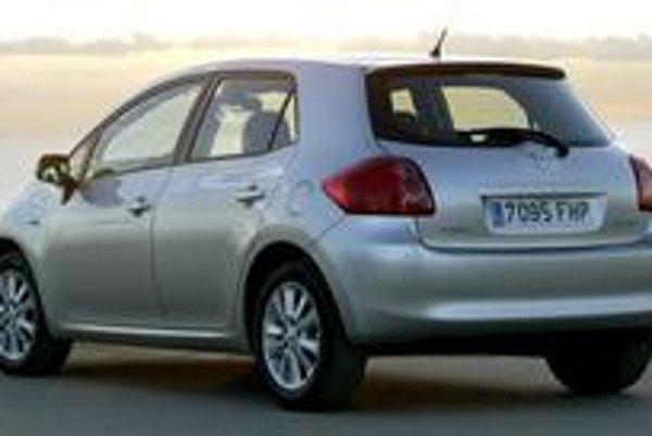 """Dôraz na európsku kvalitu  obsiahli v nálepke """"Made by Toyota"""". Uvidíme, či Európa naplní predajné očakávania Toyoty, ktoré sú na úrovni 150 tisíc kusov v roku 2007 a 200 tisíc kusov ročne."""