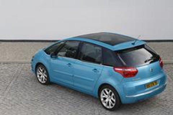 V súťaži o najkrajší kompaktný minivan by zrejme vyhral naozaj pekný Citroen C4 Picasso v novej farbe Tivoli blue. Na trh prišiel o mesiac skôr ako Ford C-MAX