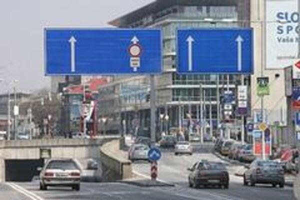 Na Staromestskej ulici nemajú cudzinci šancu vedieť, kam idú.
