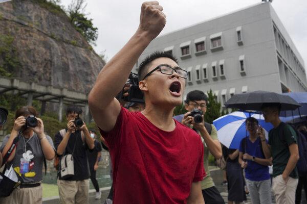 Študenti pokračujú v protestoch.