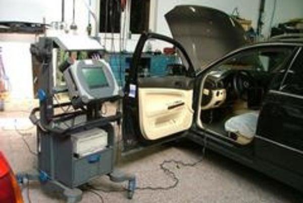 Od roku 2008 budú ojazdené autá privezené z cudziny musieť prejsť kontrolou, či neboli ukradnuté. Cieľom je zníženie automobilovej kriminality, teda obchodu s ukradnutými vozidlami a zámerným falšovaním identifikačných znakov vozidiel.