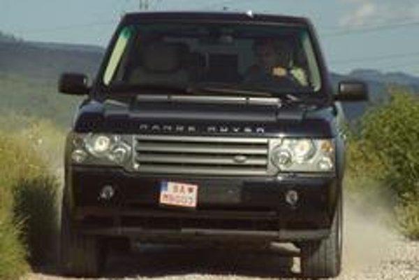 Range Rover je neprekonateľný na spevnených cestách. Naftový osemvalec oživil ponuku a vytvoril výrazne úspornejšiu a tiež lacnejšiu alternatívu k benzínovým motorom.