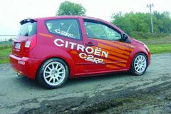 Toto vozidlo stavia Citroen Sport a zakúpiť sa dá prostredníctvom miestnych filiálok automobilky. Doposiaľ ich bolo vyrobených 250. Variant C2R2 vychádza zo sériového modelu VTS, ku ktorému sa dá priobjednať špeciálna stavebnica pozostávajúca zo 450 až 50