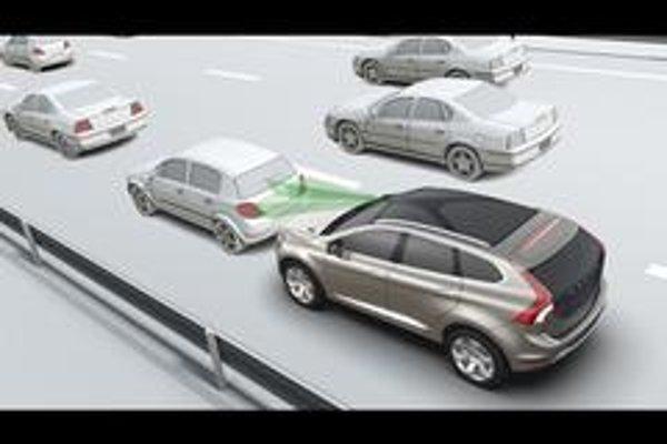 Systém dohliada na dopravu vpredu pomocou laserového senzora zabudovaného do čelného skla v rovnakej výške, ako je spätné zrkadlo.