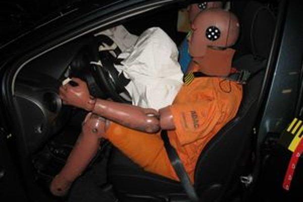 Mazda 2 je dôkazom, že súčasné bezpečnostné štandardy splní aj auto s najnižšou hmotnosťou.