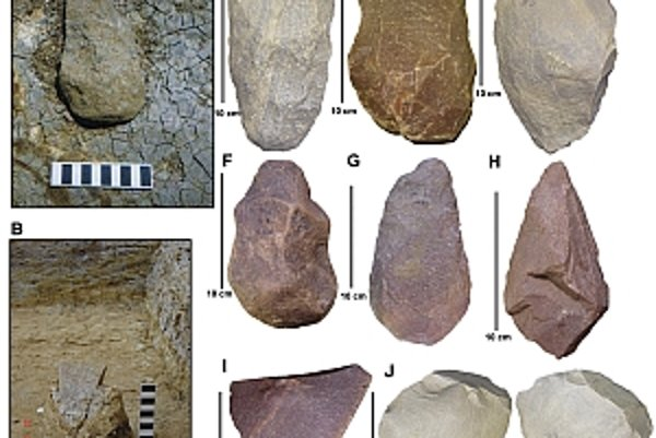 Na snímke reprezentatívne ukážky acheuléenskych nástrojov z Attirampakkamu.