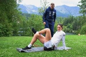 Petra Vlhová a jej kondičný tréner Šimon Klimčík počas sústredenia na Štrbskom Plese vo Vysokých Tatrách.