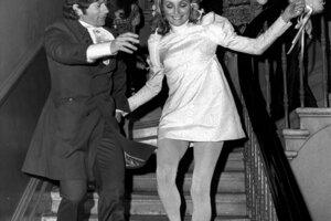 Sharon Tate a Roman Polanski počas ich svadby v roku 1968. Minišaty presne odrážali vkus vtedajšej módy.