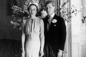 Svadbe americkej herečky Wallis Simpsonovej predchádzala abdikácia jej ženícha Eduarda VIII., ktorý sa kvôli nej vzdal britského trónu. Nevesta mala na sebe šaty z dielne Mainbocher.