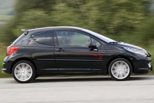 Športový Peugeot jazdí minimálne tak dobre ako vyzerá. Navzdory trendom limitovaná séria je lacnejšia, ako model z ktorého vychádza.