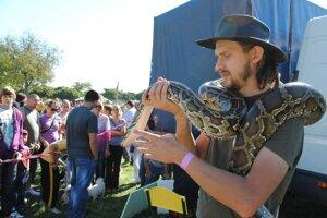 Milan Oselský chodí o hadoch prednášať od materských škôl až po vysoké školy.