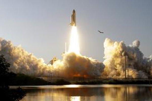 Discovery – vlajková loď americkej flotily raketoplánov – vo štvrtok naposledy vyštartoval z Mysu Canaveral. Do vesmíru viezol šiestich astronautov a prvého robonauta.