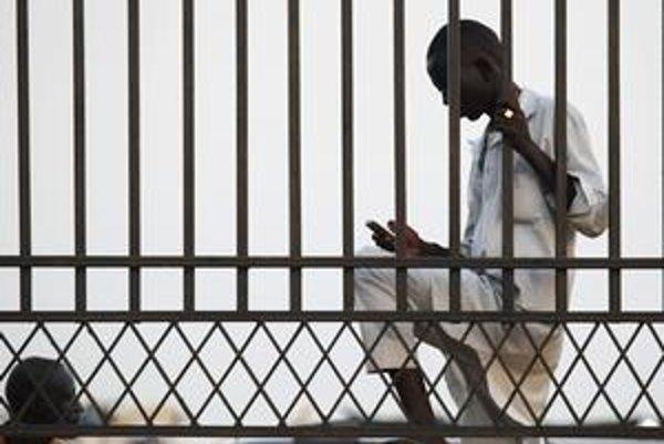 Afričania si na platenie mobilom zvykli.