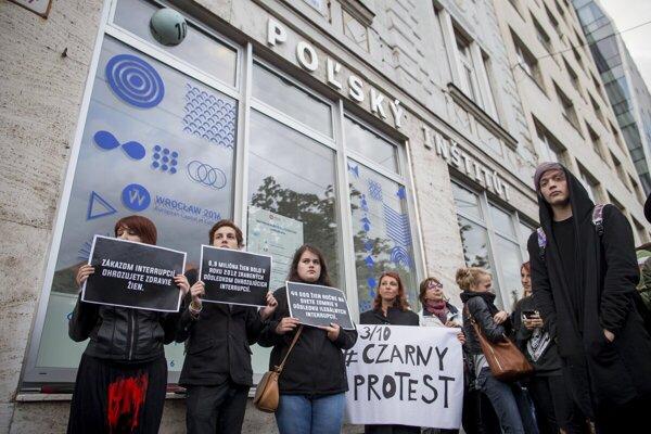 V Poľsku sú potraty prakticky zakázané. Mnoho Poliek chodí na potraty do súkromnej kliniky v Leviciach.