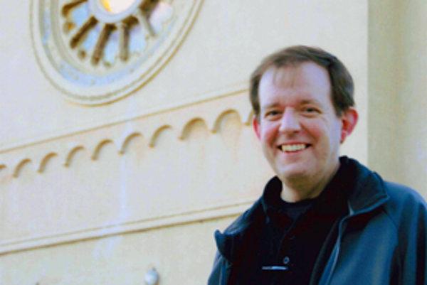 Pavol Gábor  (1969). Narodil sa v Košiciach, v roku 1995 vyštudoval fyziku elementárnych častíc na MFF UK v Prahe. V rámci štúdia pobýval v CERN-e a v Grenobli. V  roku 1995 vstúpil do jezuitskej rehole.  Po dvojročnom noviciáte v Kolíne študoval filozofi