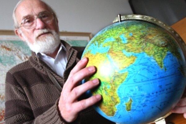 Prof. RNDr. Milan Lapin, CSc. (1948) je slovenský klimatológ. Pôsobí na Fakulte matematiky, fyziky a informatiky Univerzity Komenského ako vedúci oddelenia meteorológie a klimatológie FMFI UK. Ako prvý sa u nás venoval numerickej meteorológii. V poslednýc