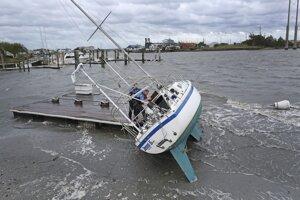 Pobrežie Severnej Karolíny po hurikáne.