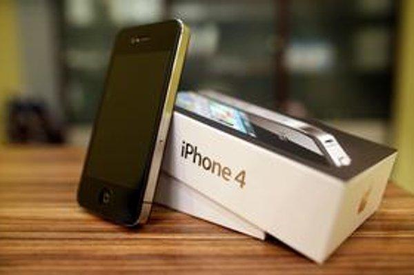 Od pondelka bude u nás  nový iPhone 4 v ponuke všetkých troch mobilných operátorov.