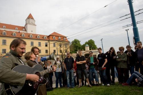 protest_hrad_vlastenecky_zakon_1_sme.jpg
