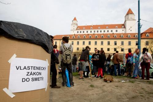 protest_hrad_vlastenecky_zakon_6_sme.jpg