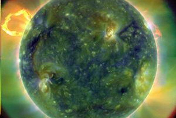 Prvý z nových záberov Slnka, vedci upravili farby.