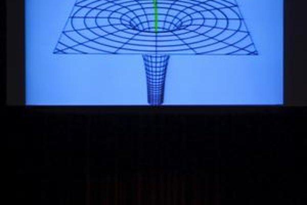 Stephena Hawkinga preslávila fyzika čiernych dier. Teraz pripúšťa cestu časom.