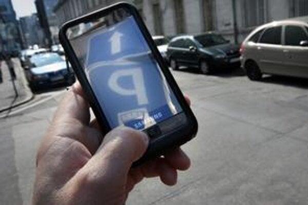 V Bratislave môžete zaplatiť za miesto na parkovanie už aj cez mobilný telefón.