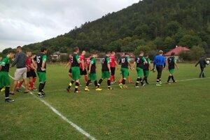Hrachovište (v zelenom) privítalo v derby Kostolné/St. Turá B.