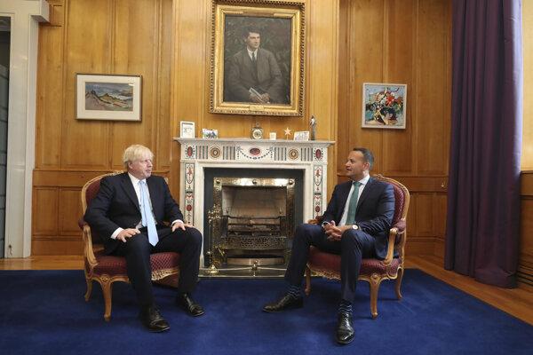 Boris Johnson na návšteve írskeho premiéra Lea Varadkara.