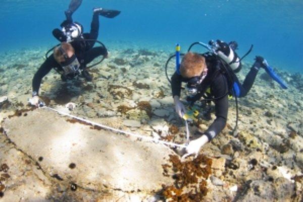 Archeológovia našli v zaplavenom meste Pavlopetri pri južnom pobreží Peloponézu keramiku, ktorá predlžuje jeho históriu o 1200 rokov – na päť tisícročí. Pavlopetri sa tým stáva najstarším známym ľudským sídlom, ktoré sa napokon ocitlo na morskom dne. Pavl