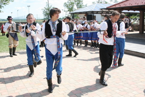 mladenci tancuju