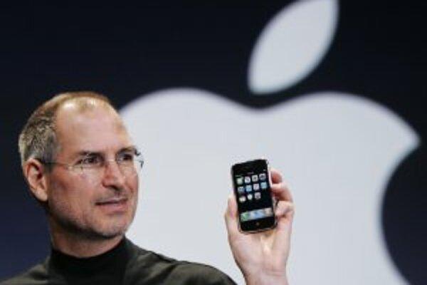 Šéf Apple Steve Jobs pri predstavovaní iPhonu.