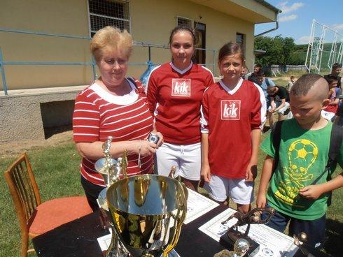 starostka-kolty--futbalistky-a-najmladsi_r3941_res.jpg