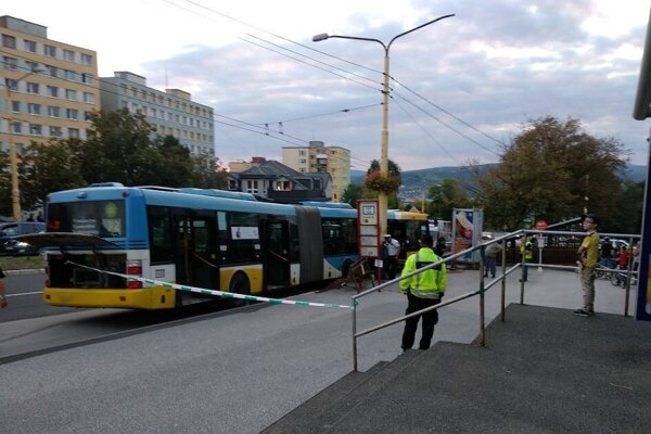Autobus, ktorý sa samovoľne pohol bez vodiča.