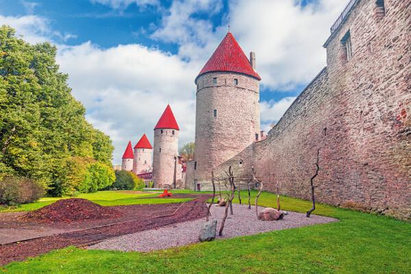 mestske-hradby-v-tallinne_r697.jpg
