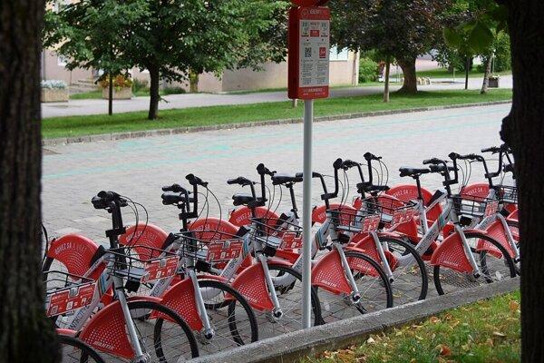 Zdieľané bicykle budú v stredu v Poprade zadarmo.