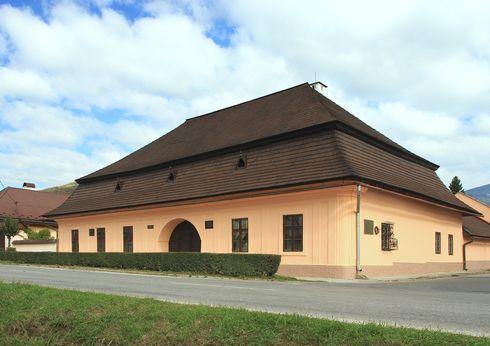 prve-slovenske-gymnazium1_r4431.jpg