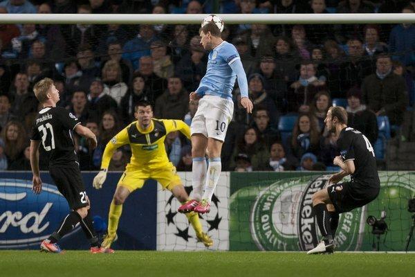 britain_soccer_champions_league-14edce6a_r9833_res.jpeg